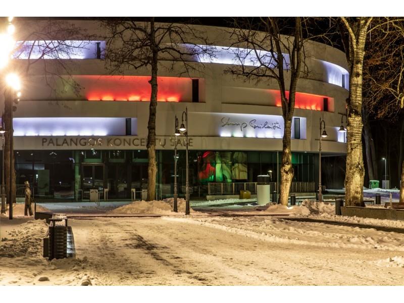 Palangos koncertų salė nušvito tautinės Baltarusijos vėliavos spalvomis