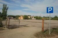 Centre automobiliai netelpa, apleistose aikštelėse – tuščia