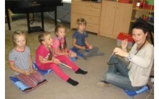 YAMAHA mokykla: žaisminga mažųjų kelionė į muzikos šalį