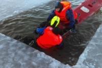 Ugniagesiai gelbėtojai tobulino įgūdžius vykdant gelbėjimo darbus ant ledo