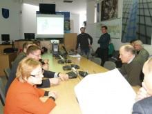 Tarybos nariai įdėmiai studijavo teritorijos, kuriai norima rengti detalųjį planą, schemas.