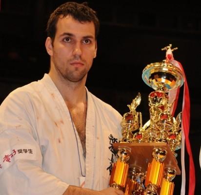 Olimpines Palangos viltis ateičiai kursto kimono vilkinčių čempionų kalvis