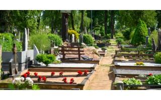 """Mirtis palangiškius šiemet ypač šienavo metų pabaigoje. Laidojimo namų vadybininkas: """"Kovidas"""" smarkiai pakeitė laidojimo tradicijas. Teko laukti eilutėje"""""""""""