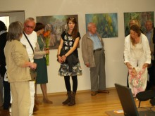 Į parodos atidarymą susirinkę svečiai grožėjosi darbais, žiūrėjo ir komentavo nuotraukas.