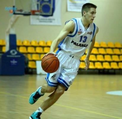 """Geriausiu jaunuoju NKL krepšininku buvo išrinktas Palangos sporto centro auklėtinis, klubo """"Palanga"""" gynėjas Erikas Kubilius."""