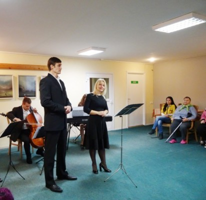 """Palangos globos namų gyventojams koncertavo klasikinės muzikos kolektyvas """"Ars cantus""""."""