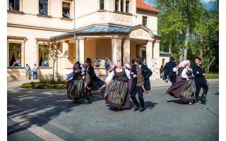Palanga jau trypia šokio ritmu – savaitgalį visus kviečia tarptautinis liaudiškų šokių festivalis