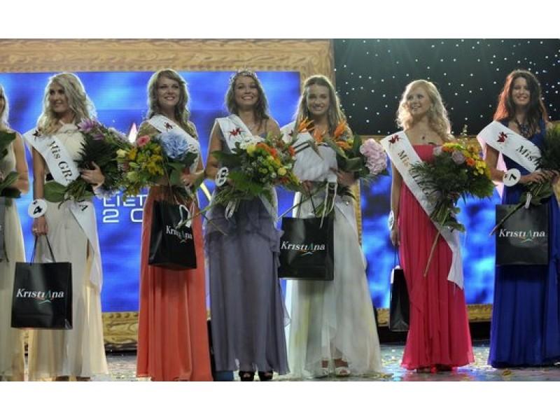 """Merginos dėl  """"Mis Lietuva 2011"""" karūnos Palangoje varžėsi taikiai"""