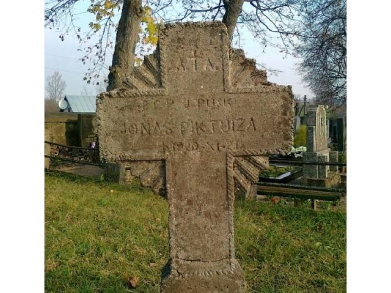 Jono Piktuižio kapas Želvoje.