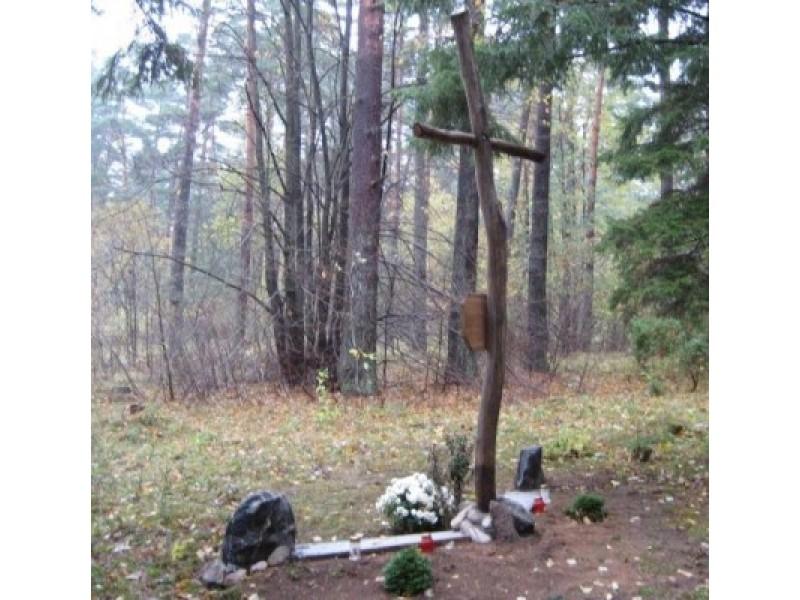 Kunigiškių senkapio vietą pažymi kryžius, statytas 2009 m. M. Ramanauskienės nuotr.