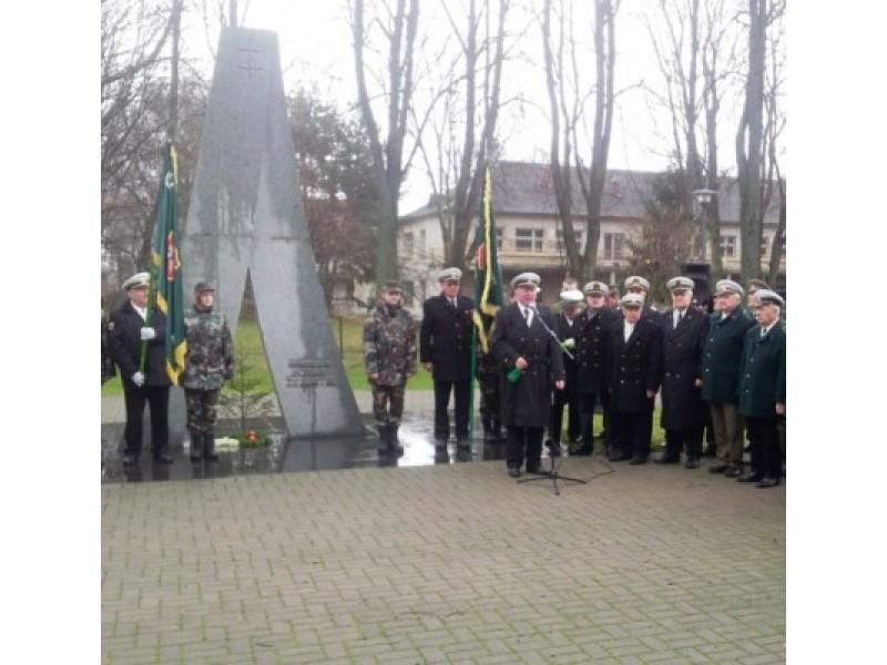 Sekmadienį prie generolo Jono Žemaičio-Vytauto paminklo paminėtos 95-osios atkurtos Lietuvos kariuomenės metinės. Šaulių organizacijos vardu uždegtos žvakės ir padėtos gėlės kentėjusiems ir žuvusiems kariams už Lietuvos laisvę.