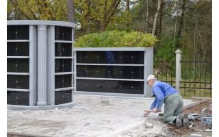 Palangiškių amžino poilsio vietoje – granitinis kolumbariumas