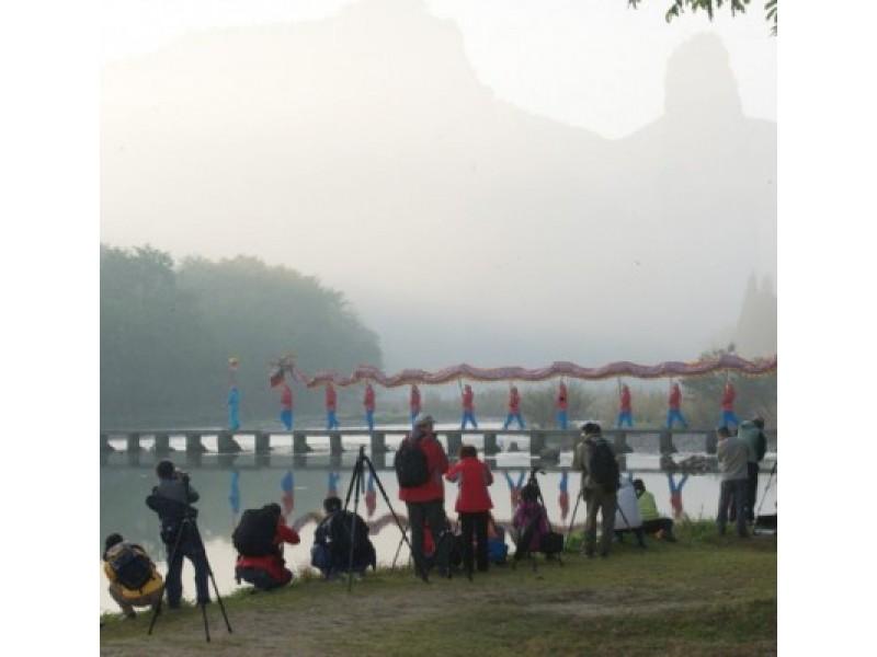 """Fotosesija """"Avataro"""" filmavimo scenas menančiame peizaže."""