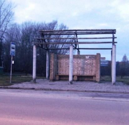 Kas pasirūpins autobusų stotelės stogu?
