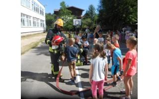 Vaikų gynimo dieną paminėjo šviesdami vaikus gaisrinės saugos klausimais