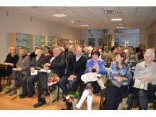 """Palangos savivaldybės viešosios bibliotekos salė nesutalpino visų, atėjusių į rinktinės """"Takai per kopas"""" pristatymą."""