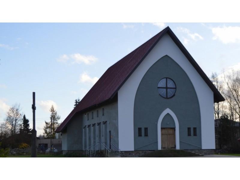 Kūlupėnų bažnyčia džiugina parapijiečius, juk dar ne taip seniai galėjo tik pasvajoti apie savą bažnyčią.