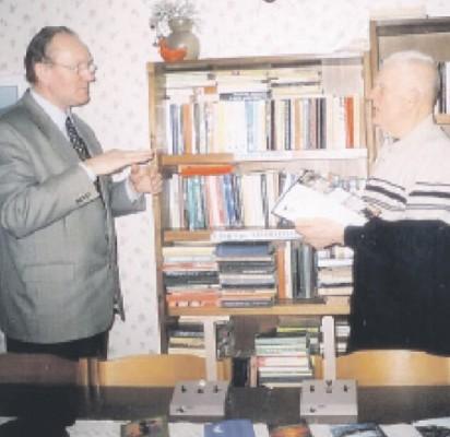 Neabejotinai apdovanotas poetiniais ir dailininko gabumais Vytautas Lukšas (kairėje) savaime – kultūros vadybininkas.