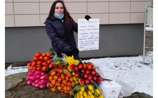 Palangiškės iniciatyva plinta po Lietuvą – skatina sveikinti mamas iš senelių namų