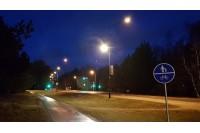 Apšviestas link ligoninės vedantis dviračių ir pėsčiųjų takas