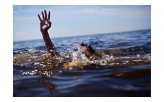 Besimaudydamas jūroje mirė vyras