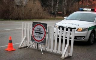 Kelyje Šiauliai-Palanga įkliuvo vairuotojas, važinėjęs su suklastotais dokumentais