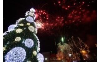 Palanga įžiebė muzikinę eglę ir pirmoji šalyje žengė į Kalėdas