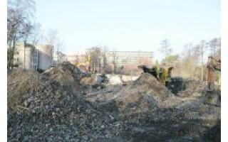 Statybinių atliekų kaupimas griaunamoje Vasaros estradoje įstatymų nepažeidžia