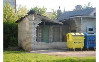 Savivaldybės avarinis pastatas grasina nelaime