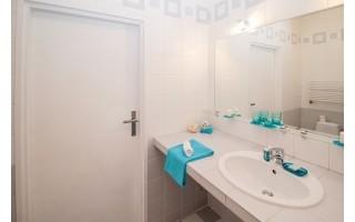 Kokius sprendimus verta įgyvendinti, turint mažą vonios kambarį?