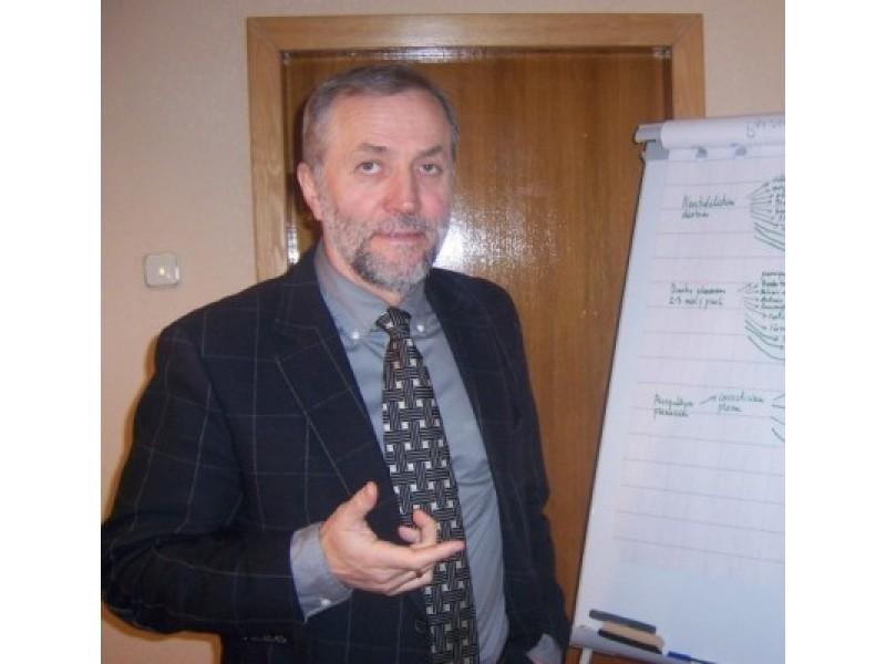 Buvęs Pranciškonų gimnazijos direktorius tvarkos ir rezultatų sieks ir Palangos senojoje gimnazijoje