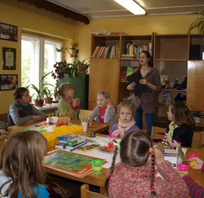 Moksleivių klube susirinkta į popietę apie spalvų reikšmę.