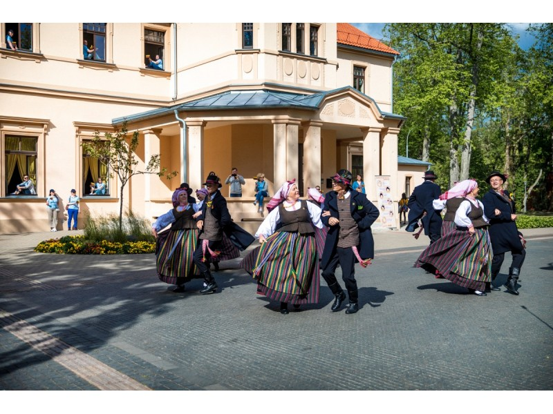 """Tarptautiniame liaudiškų šokių festivalyje """"Palangos miestely"""" dalyvaus 20 kolektyvų"""