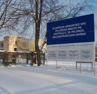 Būsimoji Palangos policijos pareigūnų rezidencija sausio 16-ąją: dvi savaitės po skelbtosios pirmosios rekonstrukcijos pabaigos datos.