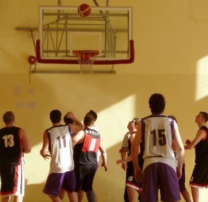 Tęsiasi atviros krepšinio mėgėjų pirmenybės