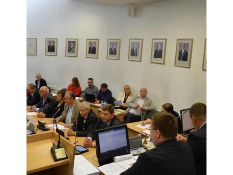 Tarybos posėdis: nuo skambių priešrinkiminių pareiškimų iki ginčų dėl vieno euro cento