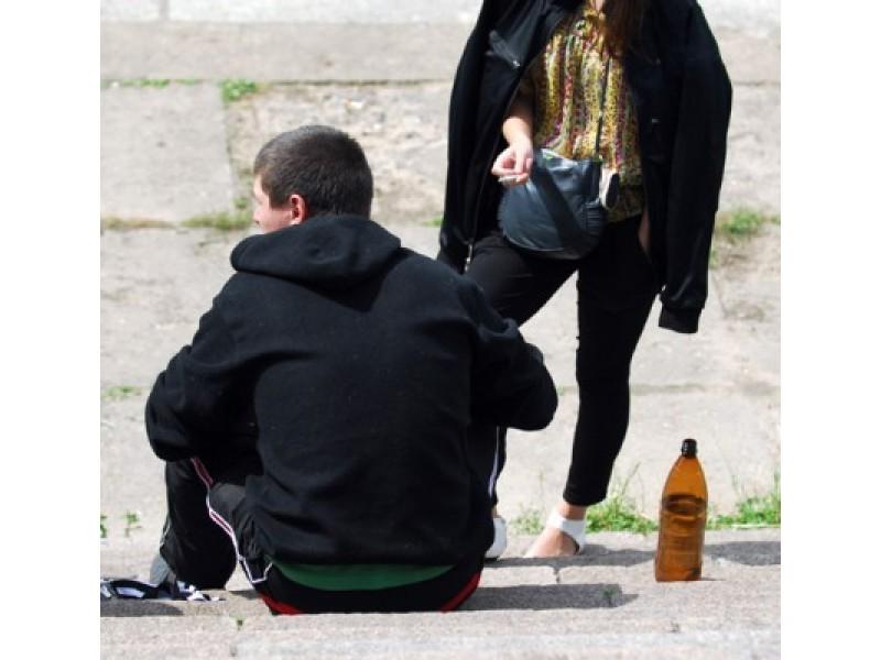 Draudimus nepilnamečiams žlugdo kasininkių abejingumas ir pelno siekimas