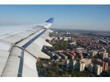 Po aerobuso sparnais driekiasi Pekinas.