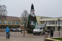 Palangoje baigiama montuoti išskirtinė Kalėdų eglė