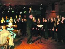 """S.Vainiūno meno mokyklos jaunių choras bei liaudies instrumentų ansamblis atliko kompozicijas, kurias ketina pristatyti festivalyje – konkurse """"Slovakia cantat""""."""