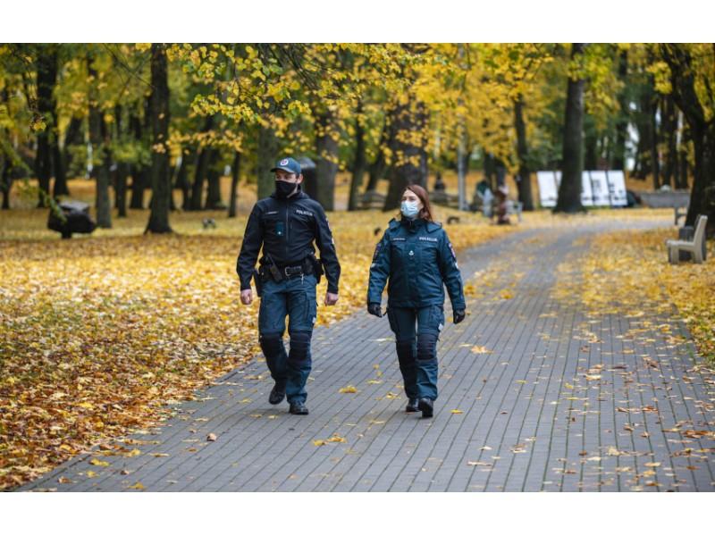 Policija savaitgalį aktyviai ar laikomasi karantino taisyklių - Palangoje asmenų be kaukių nepastebėta