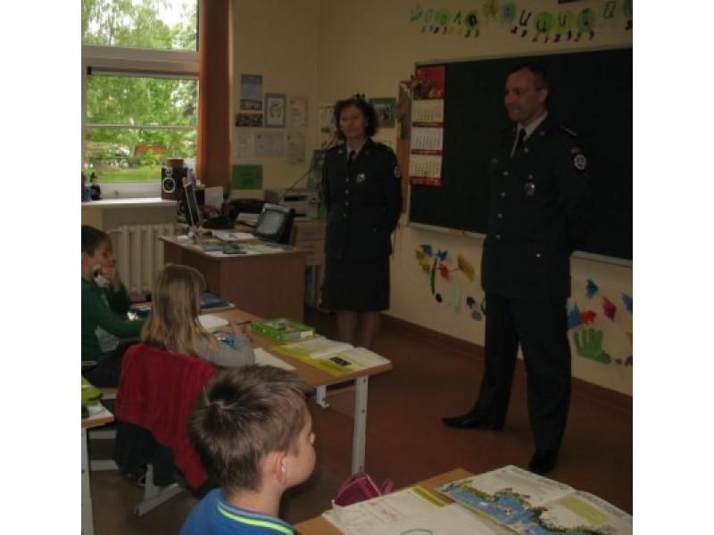 Pareigūnai palinkėjo vaikams saugios vasaros ir rugsėjo 1-ąją visiems sveikiems sugrįžti į mokyklas. Palangos PK nuotr.