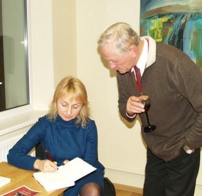 Po renginio E.Karnauskaitė dalijo autografus savo kūrybos gerbėjams palangiškiams.