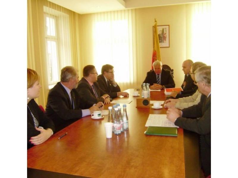 """Asociacijos """"Klaipėdos regionas"""" visuotiniame narių susirinkime aptarti su Palangos oro uostu susiję klausimai."""