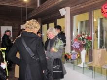 Pasveikinti R.Ščerbakovienės parodos atidarymo proga susirinko gausybė jos talento gerbėjų.