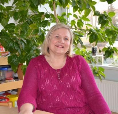 """Palangos lopšelio-darželio """"Nykštukas"""" priešmokyklinio ugdymo """"Girinukų"""" grupės pedagogė Onutė Šleiniuvienė su  vaikais jau dirba 40-tus metus."""