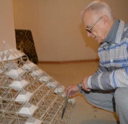 Architektas Kastytis Aleknavičius parodė piramidės formos pramogų komplekso maketą.