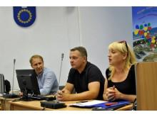 Iš kairės: LRLS atsakingasis sekretorius Raimundas Imbrasas, LRLS tarybos pirmininkas Eligijus Masiulis ir Klaipėdos regiono koordinacinės tarybos pirmininkė Audronė Balnionienė.