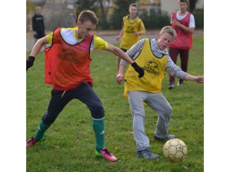 """Palangos senojoje gimnazijoje baigėsi """"Veiklaus jaunimo"""" futbolo varžybos."""