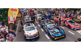 """2022-ųjų liepos vidury Palangą drriaumos 23-osios """"Aurum 1006 km lenktynių""""  lenktynininkų automobilaii"""